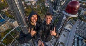 11 most dangerous and extreme selfies